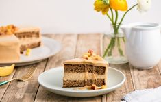 Orechová torta s broskyňami v karamelovej poleve Lidl, Tiramisu, Waffles, Breakfast, Cake, Ethnic Recipes, Food, Morning Coffee, Kuchen