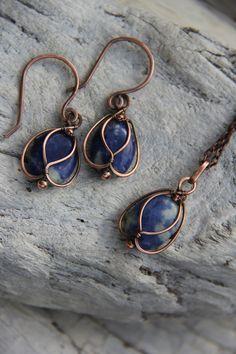 Cobre y Sodalita Blue Bells wire wrap collar / por Keepandcherish