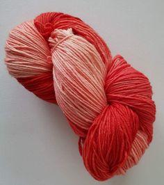 Handgefärbte Wolle von stricken-häkeln.ch Throw Pillows, Threading, Toss Pillows, Cushions, Decorative Pillows, Decor Pillows, Scatter Cushions