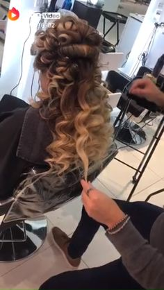 Wedding hairstyles updo with vail curls signs 67 trendy Ideas Box Braids Hairstyles, Wedding Hairstyles, Homecoming Hairstyles, Updo Hairstyle, Party Hairstyles, Pagent Hair, Coconut Hair, Quinceanera Hairstyles, Hair Highlights