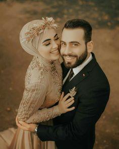 Hijabi Wedding, Muslimah Wedding Dress, Muslim Wedding Dresses, Muslim Brides, Vintage Wedding Photography, Wedding Photography Poses, Wedding Poses, Wedding Photoshoot, Wedding Couples