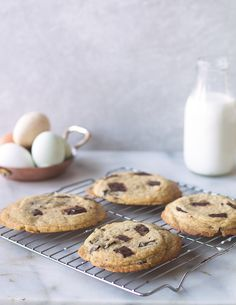 These Simple Chocolate Chip Cookies have crispy edges with a buttery ...