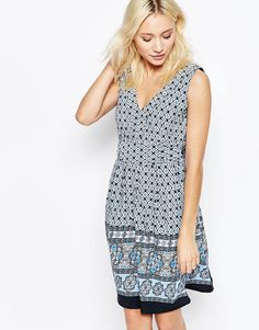 Buy it now. Yumi Border Print V Neck Skater Dress With Tie Back - Blue. Casual dress by Yumi, Smooth woven fabric, All-over print, V-neckline, Tied detail to back, Fit and flare shape, Slim fit - cut closely to the body, Machine wash, 100% Polyester, Our model wears a UK 8/EU 36/US 4 and is 165cm/5'5 tall. , vestidoinformal, casual, camiseta, playeros, informales, túnica, estilocamiseta, camisola, vestidodealgodón, vestidosdealgodón, verano, informal, playa, playero, capa, capas…