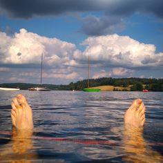Vassivière ou une île intérieure où il fait bon vivre : baignade, loisirs nautiques et autres sports ludiques, festivals, culture...