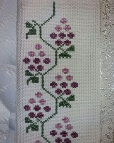 This Pin was discovered by Gri Simple Cross Stitch, Cross Stitch Rose, Cross Stitch Borders, Cross Stitch Flowers, Cross Stitch Designs, Cross Stitching, Cross Stitch Embroidery, Hand Embroidery, Cross Stitch Patterns