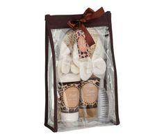 Luxusná kúpeľná darčeková súprava s vôňou vanilky a s papučami. Sada obsahuje sprchový gél, telové mlieko, kefku na nechty s pemzou a papuče Darčeková súprava je zabalená v krásnom darčekovom balení. Kvalitná kúpeľná súprava s príjemnou vôňou obohatí každý Váš kúpeľ a poteší svojimi účinkami a originalitou dizajnu v ktorom je zabalená. Atraktívny darček, ktorý urobí radosť každému a za každých okolností!