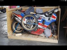 Bike in a box! Honda Motorcycles, Cars And Motorcycles, Honda Africa Twin, Cafe Racing, Rally, Motorbikes, Old School, Automobile, Twins