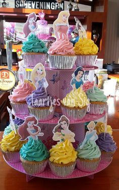 Join the Word of Princess Birthday Decorations - Best Resources and Party Service Guide Disney Princess Birthday Cakes, Girl Birthday Cupcakes, Princess Birthday Party Decorations, Princess Theme Party, Disney Birthday, Birthday Treats, Cupcakes Princesas, Jasmin Party, Princess Cupcake Toppers