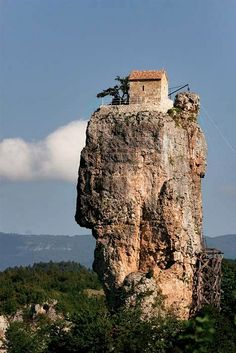Katskhi - A 130 ft. rock pillar. In the 4th century a place of seclusion. A church was built between the 6-8th centuries.