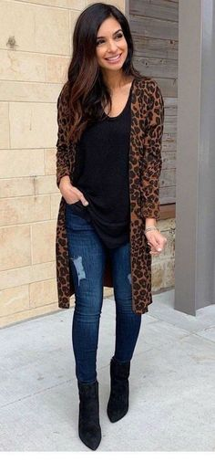 Leopard print outfits - 35 cute spring outfits to update your wardrobe 34 ~ Litledress Leopard Print Outfits, Leopard Print Pants, Animal Print Outfits, Bluse Outfit, Cardigan Outfits, Leopard Cardigan Outfit, Winter Cardigan Outfit, Leopard Blazer, Dress With Cardigan
