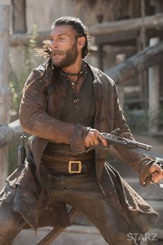 Zach McGowan as Charles Vane on Black Sails Teach Like A Pirate, Black Sails Starz, Charles Vane, Golden Age Of Piracy, Captain Flint, Pirate Boats, Pirate Adventure, British Soldier, Action Poses
