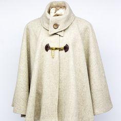 Poncho Rosário de Lã Creme Malacara