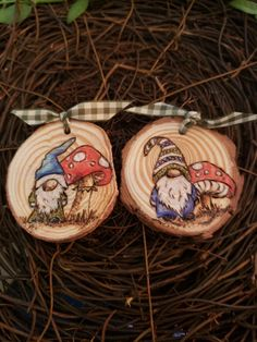 Woodburning pyrography gnome toadstool wood slice magnets (OregongirlStudio Etsy) Wood Slice Crafts, Wood Burning Crafts, Wood Burning Patterns, Wood Burning Art, Wooden Crafts, Christmas Ornaments To Make, Wood Ornaments, Ornament Crafts, Christmas Wood