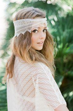 Turban en dentelle graphique Cheyenne, Rime Arodaky La Malle de la Mariée headband en soie Turban Plum l La Fiancée du Panda blog Mariage et Lifestyle