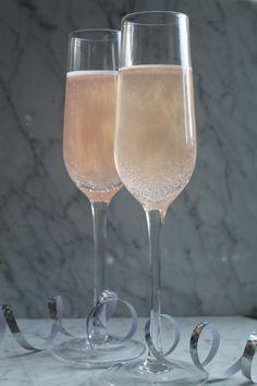 champagne nytår bobler pop a ball Vodka Drinks, Alcoholic Drinks, Cocktails, Brandy Norwood, Coffee Milkshake, Gin Brands, Banana Coffee, Food For Digestion, Spiritus