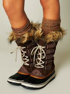 Brown Sorel Lace Up Boots | Sorel boots are much better winter boots than uggs, in my opinion. They're comfortable, don't get ruined in the rain, and will actually keep your feel dry.