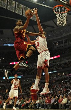 Alonzo Gee #33 of the Cleveland Cavaliers goes up for a shot against Joakim Noah #13 of the Chicago Bulls at the United Center on January 7, 2013 in Chicago, Illinois.