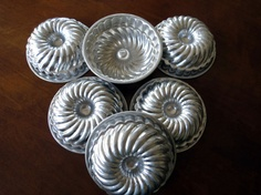 Vintage Tin Pan Jello Bundt Cake. $10.00, via Etsy.