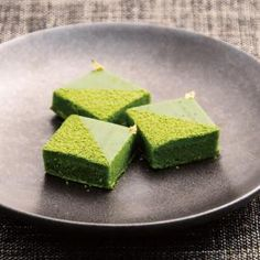 Matcha rare chocolate (in Japanese) 抹茶の生チョコ Japanese Cake, Japanese Sweets, Matcha Dessert, Green Tea Ice Cream, Crazy Cookies, Green Tea Recipes, Matcha Smoothie, Matcha Green Tea, Sweets Recipes