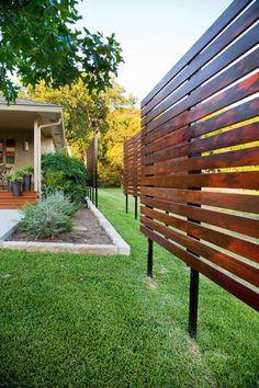 25 DIY Backyard Privacy Fence Design Ideas on A Budget - Modern Privacy Screen Outdoor, Backyard Privacy, Backyard Fences, Privacy Screens, Patio Fence, Privacy Fence Decorations, Privacy Fence Designs, Modern Fence Design, Deck Design