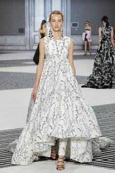 Giambattista Valli Fall/Winter 2015-2016 Fashion Show
