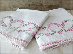 Vintage Floral Embroidered Pillowcase Set - White Vintage Linens - White Pillowcases - Cottage - Farmhouse - Bed and Breakfast