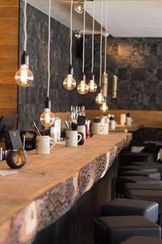 restaurant wood Burger Bar in Nrnberg: Die Kuhmuhne Deco Pizzeria, Deco Restaurant, Rustic Restaurant Design, Burger Restaurant, Restaurant Interiors, Small Coffee Shop, Coffee Shop Design, Rustic Coffee Shop, Coffee Shops