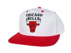 68c1cee922a CHICAGO BULLS Retro Old School Snapback Hat - NBA Cap - 2 Tone White Red   Amazon.co.uk  Sports   Outdoors