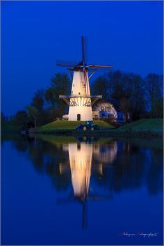De Vlinder Windmill in Deil, Gelderland, Netherlands French Expressions, Water Mill, Blue Hour, Le Moulin, Great Photos, Statue Of Liberty, Blues, Amazing, Photography