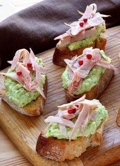 Les crostinis à la courgette sont une spécialité italienne. Vous pouvez les déguster à l'apéro ou en plat agrémentés d'une salade.
