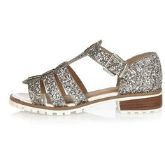 River Island Silver glitter strappy geek sandals (245 BRL) ❤ liked on Polyvore featuring shoes, sandals, flat shoes, shoes / boots, silver, women, silver shoes, silver glitter sandals, mid heel sandals and silver flat shoes