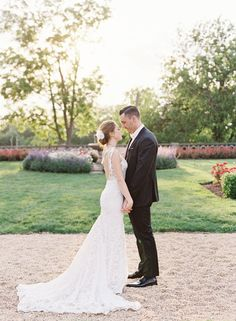 New York colorful wedding bride and groom portraits | Photography: CLY BY MATTHEW