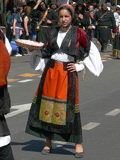 Tonara Sardinia, Traditional Outfits, Sari, Feminine, Poses, Female, Folklore, Folk Clothing, Clothes