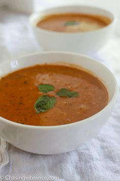 Vegan Tomato Soup Recipe Enjoy this Gluten-free, Dairy-free, Whole 30 and Healthy tomato soup recipe! Delicious and Creamy and oh so easy to make! Homemade tomato soup for the win! Healthy Tomato Soup Recipe, Homemade Tomato Basil Soup, Vegan Tomato Soup, Tomato Soup Recipes, Best Soup Recipes, Healthy Soup Recipes, Vegan Recipes, Pressure Cooker Soup Recipes, Curried Butternut Squash Soup