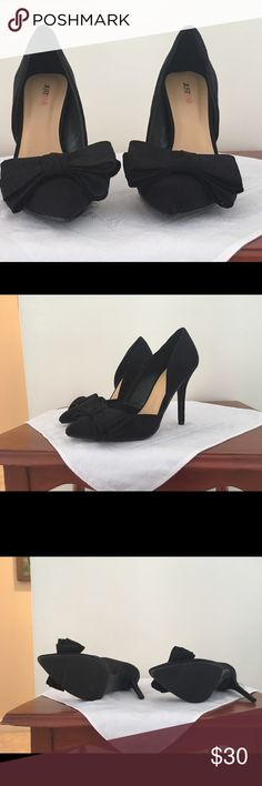 "Black Heels with bows Black faux-suede pumps adorned with a sweet bow. Almond-shaped toe. Worn once for a photo shoot. Excellent condition. Fun and flirty!   Approx. Heel Height: 4 1/2"" Synthetic Upper Man Made Sole JustFab Shoes Heels"