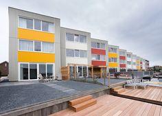 Waterwoningen in verschillende RAL kleuren en in duurzaam hout van VäriWood Multi Story Building, Modern, Trendy Tree