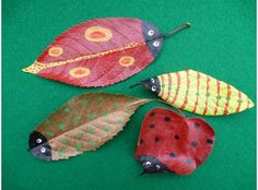 Get your kids' creative juices flowing (and help clear up some of your #autumn leaves too!) with these fab painted leaves #arts #craft