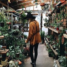 Space Age — coxhst: indie//boho on We Heart It. Beach Bodys, Inspiration Mode, Fashion Pictures, Planting Flowers, Indie, Photoshoot, My Style, Outfits, Clothes
