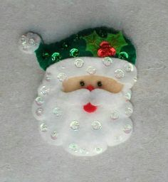 Quilted Christmas Ornaments, Felt Christmas Decorations, Christmas Tag, Felt Ornaments, Christmas Themes, Christmas Craft Projects, Easy Christmas Crafts, Christmas Sewing, Felt Dolls