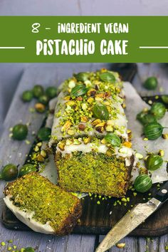 Juicy vegan pistachio cake with only 8 ingredients Vanilla Saftiger veganer Pistazienkuchen mit nur 8 Zutaten Desserts Végétaliens, Vegan Dessert Recipes, Easy Cake Recipes, Raw Food Recipes, Diet Recipes, Vegetarian Recipes, Cooking Recipes, Healthy Recipes, Best Vegan Cake Recipe