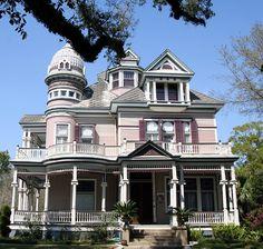 Old Victorian House Mobile, Al by sbernadette65, via Flickr
