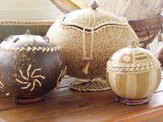 Boîtes en calebasse- gourd baskets