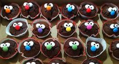 Muffins with a face for kids - cute, simple idea for cupcakes kids would love . Muffins with a face for kids – cute, simple idea for cupcakes kids would love! Muffins mit Gesicht für Kinder – Cute, Simple idea for Cupcakes Kids would love… 429 Source by Dessert Halloween, Snacks Für Party, Pumpkin Spice Cupcakes, Mini Muffins, Food Humor, Ice Cream Recipes, Food Art, Eat Cake, Kids Meals