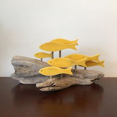 Subdued yellow fish on a beautifully shaped piece of driftwood. Driftwood Fish, Driftwood Wreath, Driftwood Wall Art, Driftwood Projects, Driftwood Sculpture, Fish Sculpture, Fish Artwork, Yellow Fish, Wooden Fish