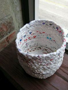 Can't figure out what to do with all your left over plastic grocery bags? Try this DIY basket made out of plastic bags!