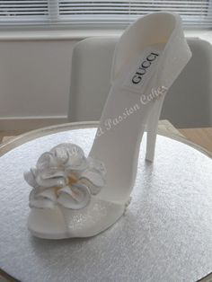 Gucci Wedding Shoe - cake by Beata Khoo - CakesDecor Shoe Box Cake, Shoe Cakes, Fondant Figures, Fondant Cakes, Cake Icing, High Heel Kuchen, High Heel Cakes, Handbag Cakes, Purse Cakes
