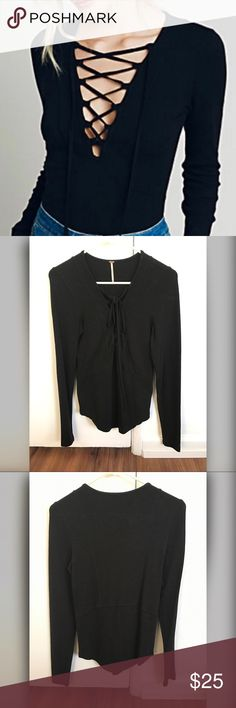 Free People Criss cross sweater EUC condition on worn a couple of times. No stains or holes. Free People Sweaters