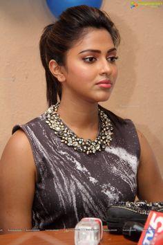 Most Beautiful Bollywood Actress, Bollywood Actress Hot Photos, Bollywood Girls, Beautiful Actresses, South Indian Actress Hot, Indian Actress Photos, Indian Actresses, Beauty Full Girl, Beauty Women
