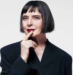 Bob Haircut For Round Face, Hairstyles For Round Faces, Different Hairstyles, Wig Hairstyles, Spider Man 2, Isabella Rossellini, Short Bangs, Actrices Hollywood, Aging Gracefully