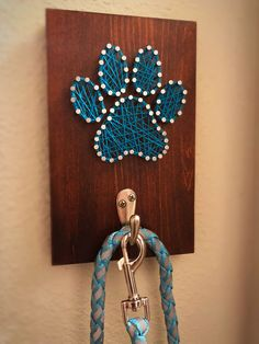 Dog Paw Leash Holder custom made by Moose Material String Wall Art, Nail String Art, String Crafts, Cute Crafts, Crafts To Sell, Diy And Crafts, Arts And Crafts, String Art Templates, String Art Patterns